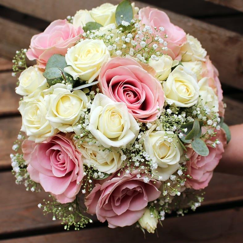 Pyöreä ruusukimppu